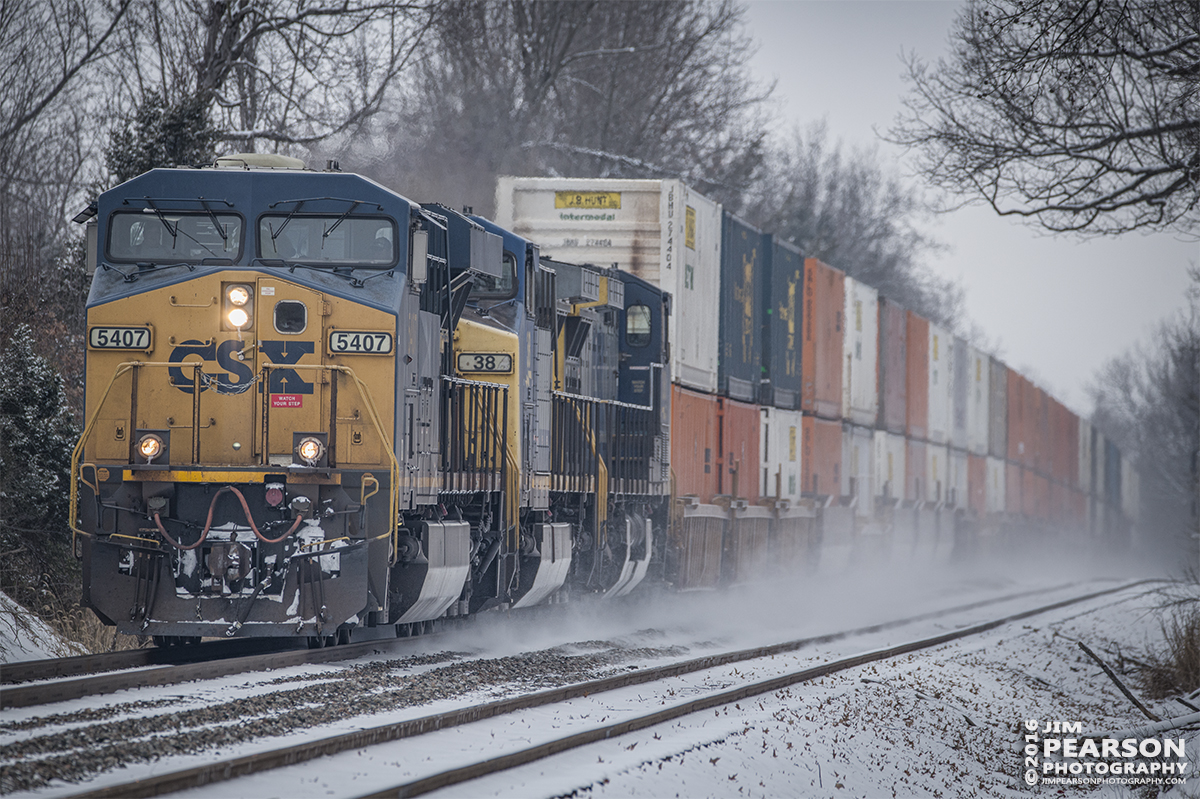 January 20, 2016 - CSX Q029 kicks up the snow as it heads south at Hanson, Ky on the Henderson Subdivision. - Tech Info: 1/1250 | f/6 | ISO 500 | Lens: Sigma 150-600 @ 400mm with a Nikon D800 shot and processed in RAW.