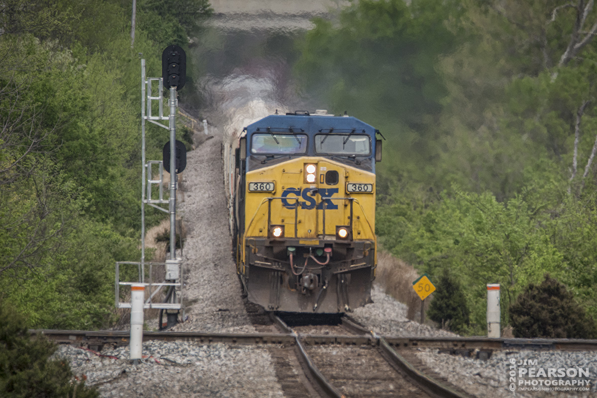 April 19, 2016 - CSX Q647 prepares to crossover Trident at Madisonville, Ky as it makes its way south on the Henderson Subdivision. - Tech Info: 1/2500 | f/8.5 | ISO 1600 | Lens: Sigma 150-600 @ 600mm on a Nikon D800 shot and processed in RAW.