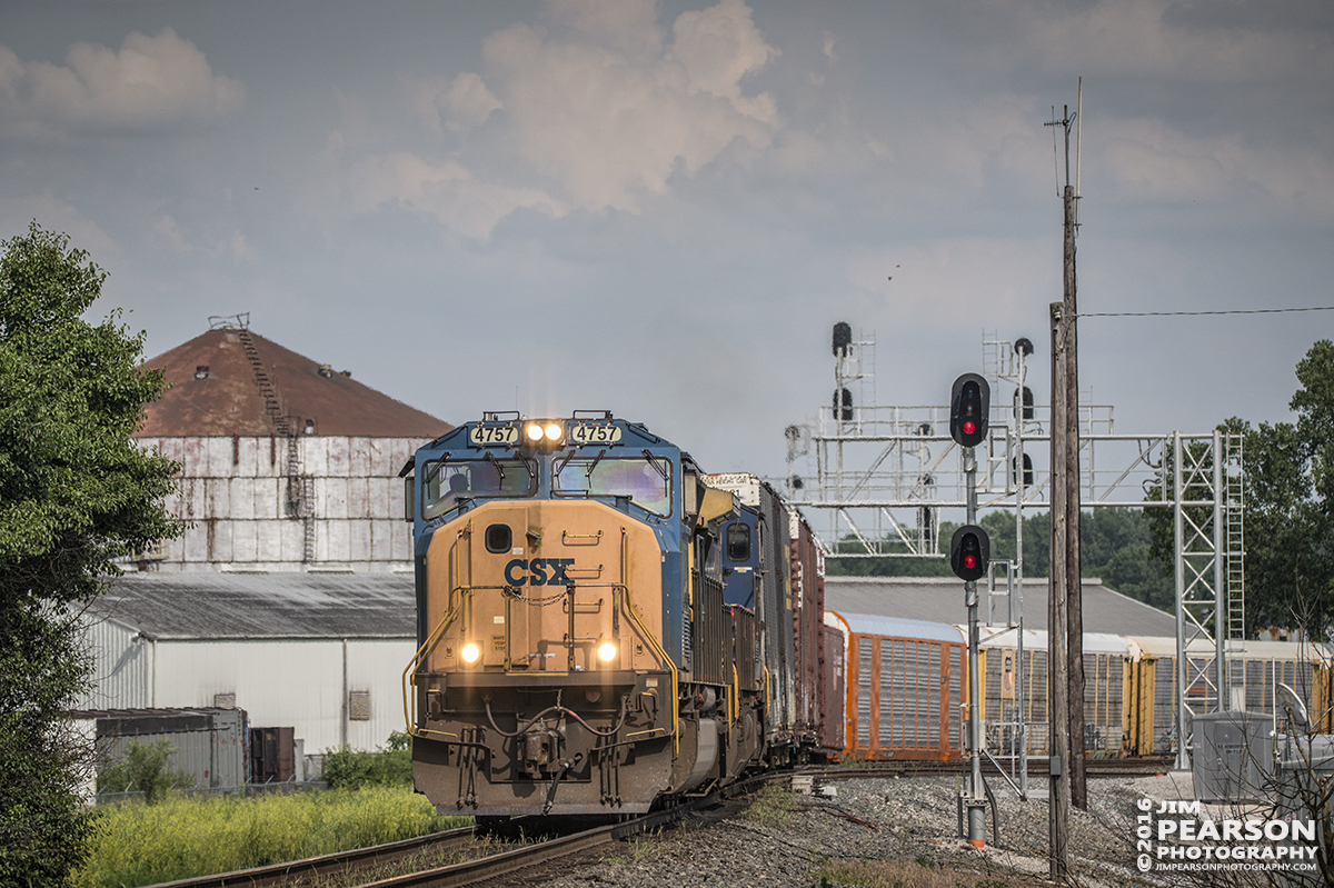 June 1, 2016 – CSX Q244-01 comes off the Texas Line onto the Henderson Subdivision at Henderson, Ky as it heads north with its autorack train. - Tech Info: 1/3200 | f/5.3 | ISO 450 | Lens: Sigma 150-600 @ 185mm with a Nikon D800 shot and processed in RAW.