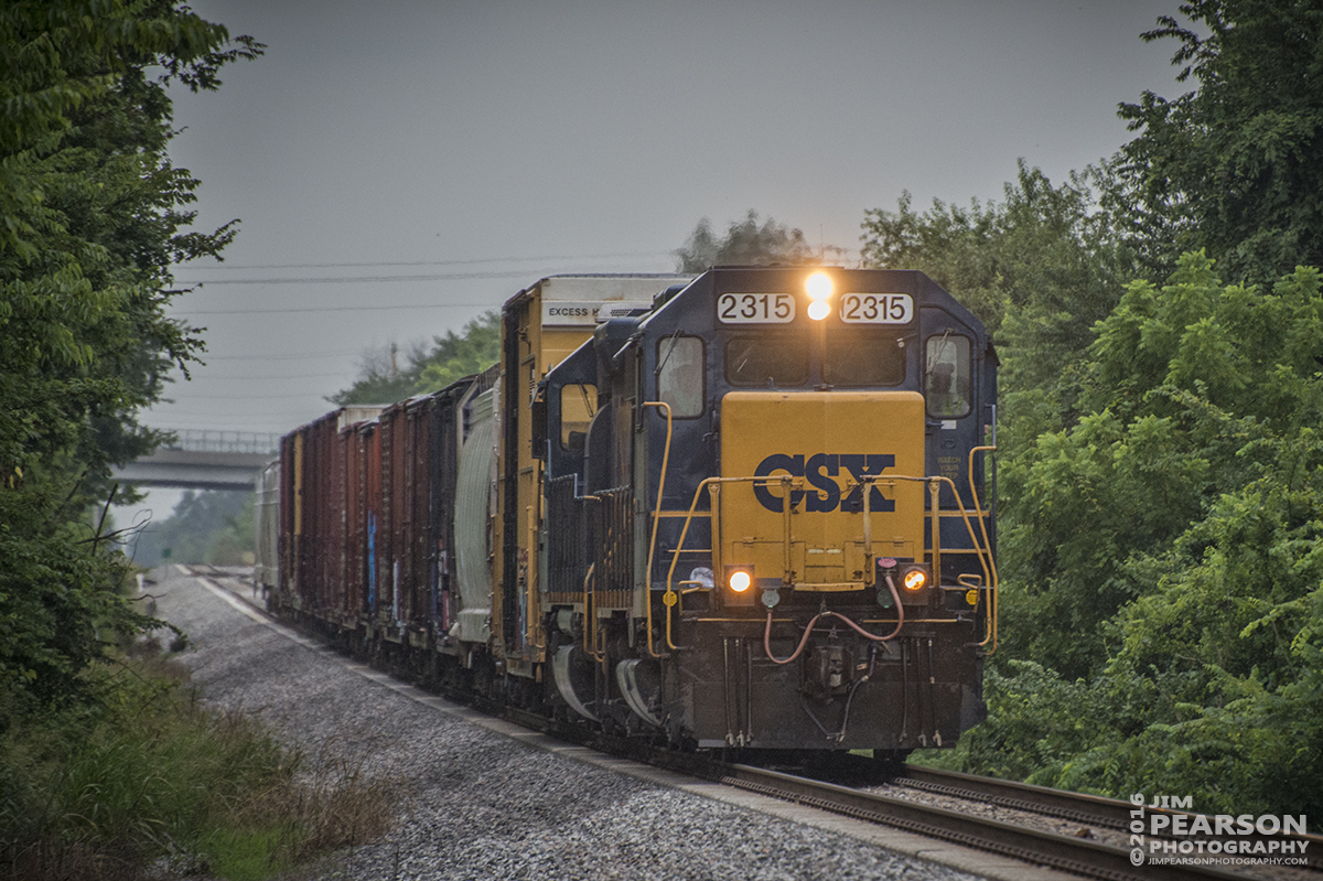 July 20, 2016 – CSX local J759-20, approaches Memphis Junction at Bowling Green, Ky as it heads north on the Mainline Subdivision with its short train. - Tech Info: 1/1250 | f/5.6 | ISO 2200 | Lens: Nikon 70-300 @ 300mm with a Nikon D800 shot and processed in RAW.