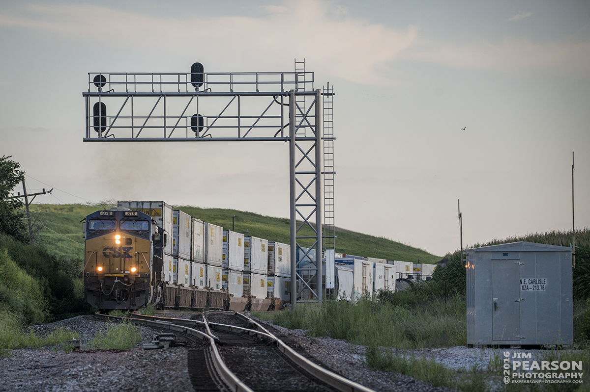 August 22, 2016 - CSX Q028 (Atlanta, GA - Chicago, IL (59th St)) heads through the siding at Carlisle, Indiana with its high priority intermodal train, passing Q515, as it heads north on the CE&D Subdivision.