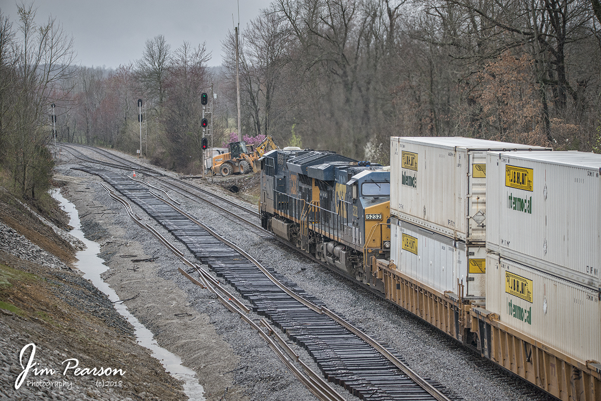 March 29, 2018 – CSX intermodal Q029-29 approaches the north end of