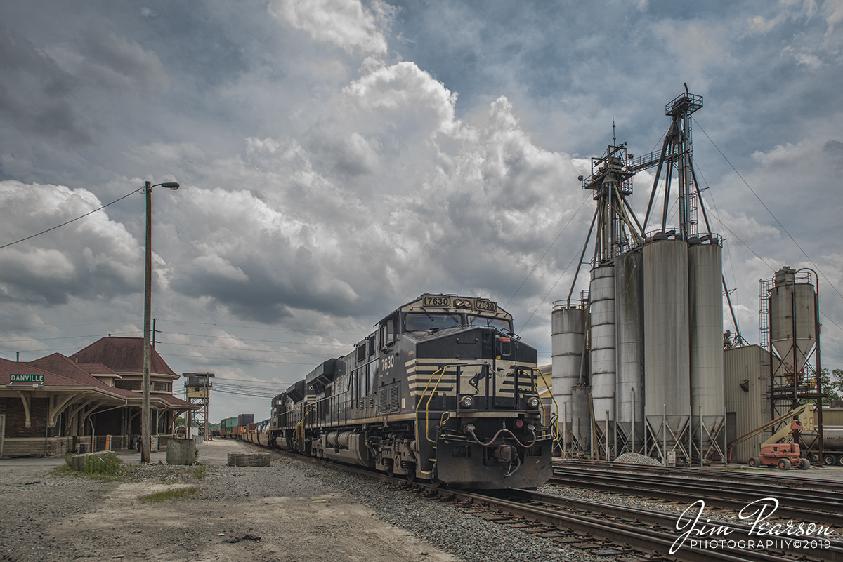NS 7630 leads a northbound Intermodal…